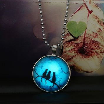 2017 New Fashion Cabochon Glow in the Dark Necklace Steampunk Jewelry Luminous Women Men Silver Round Moon Wolf Shadow Necklace