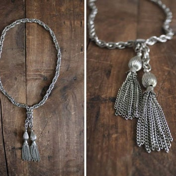 metal tassel necklace / 1970s necklace