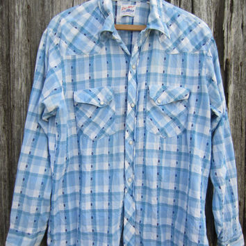 70s Plaid Cowboy Shirt in Pale Blue and White, Men's M-L, Long Tail  // Mens Vintage Country Western Shirt
