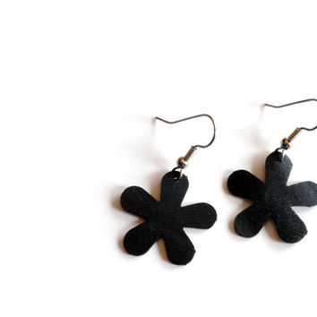 Sale! Black daisy inner tube earrings , eco friendly earrings , recycled inner tube earrings , black flower earrings , vegan leather jewelry