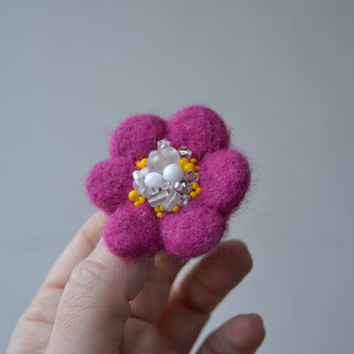 Little Needle Felted Brooch Pink Wool Felt Flower, Small Felt Flower Pin, Petite Flower Brooch, Felted Flower,Corsage Brooch,Woolen Brooch