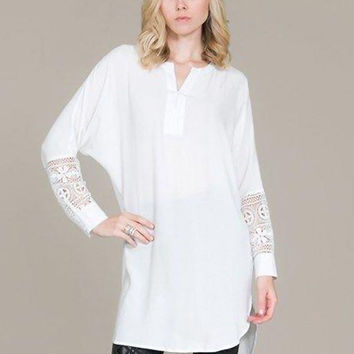 V-neck Lace Accent Long Sleeve Short Front Top