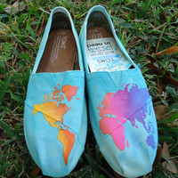 World at your feet TOMS