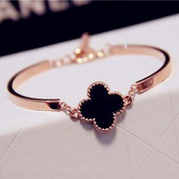Cartier black and white four-leaf grass bracelet bracelet ring opening European and American exaggerated gold female bracelet fashion