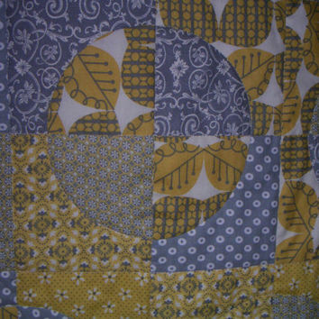Circle crib quilt grey and yellow baby nursery