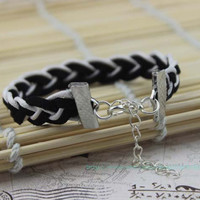Roman charm bracelet between black and white, wax rope velveteen rope bracelet with South Korea, lovely personalized wristbands bracelet