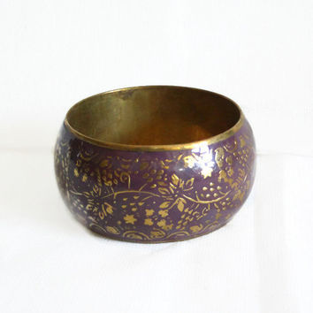 Lovely vintage brass bangle BRACELET purple enamel, FLOWERS, Boho jewelry, floral pattern, rustic, womens jewellery, metal art