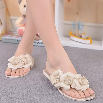 VSEN Summer Sweet Girls Slippers Camellia Flower Women Sandals Flat Flip Flops Bohemian Gladiator Sandals Beach Slippers
