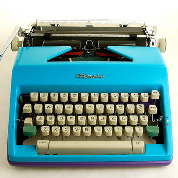 Typewriter Olympia SM9 Duotone Blue Purple