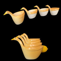 Vintage Geese Measuring Cups Melamine Nesting White and Yellow Goose Set of 4 Vintage Country Kitchen Stacking 1960s Farmhouse