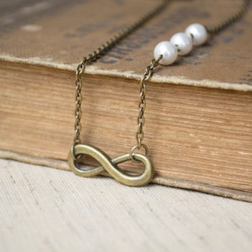Infinity Necklace. Swarovski Crystal Pearls. Antique Brass. Bridal Necklace, Bridesmaids Necklace, Friendship Gift. Dainty, Feminine