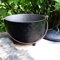 Large Witches Vintage Cast Iron Cauldron, Spellwork, Witchcraft, Wicca