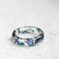 resin ring - size 8.5 - multicolor petals with gold flakes - clear ring - nature jewelry - Christmas jewelry - nature inspired ring