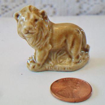 Vintage Miniature Wade Lion Figurine Wild Jungle Safari Animal Collectible