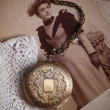 Large LOCKET Pendant Vintage Style Photo Locket Necklace
