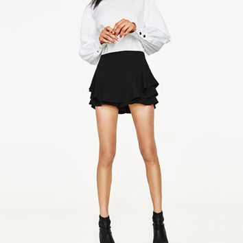 FLOWING FRILLED SHORTSDETAILS