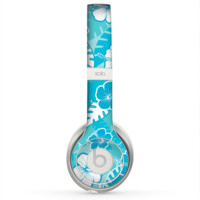 The Blue & White Hawaiian Floral Pattern V4 Skin for the Beats by Dre Solo 2 Headphones