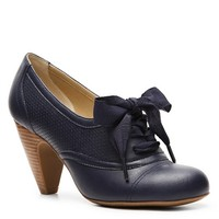 Shop  Crown Vintage Cherilyn Oxford Pump