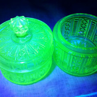 Vaseline Uranium Glass Powder Boxes, Trinket Box, Box with lid