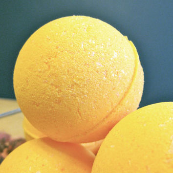 Vegan Bath Bomb Lemon Zest by SerisSoaps on Etsy