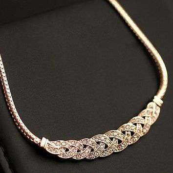 Gold Silver Upscale Luxury 8 word twist Shiny Rhinestone Short Clavicle Chain Crystal Statement Necklaces & Pendants Women