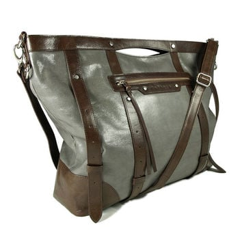 UN1 gray leather travel bag