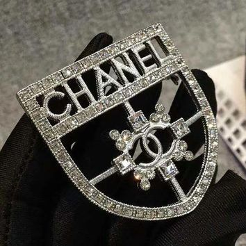8DESS Chanel Women Fashion Shield Brooch Jewelry