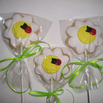 6 Daisy Cookie Lollipops, Flower Sugar Cookies, Ladybug Cookies, gift ideas, baked goods, party favors,cookies for kids, flower cookies