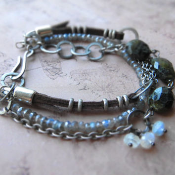 Chain link labradorite bracelet / green brown blue / multistrand bracelet / bohemian, rusty / flashy labradorite, moonstone, annealed steel