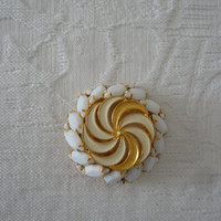 Vintage Faceted  Milk Glass Gold Tone Swirled Enamel Brooch Pin