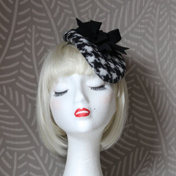 Houndstooth and Wool Felt Fascinator, women winter fascinator hat, Black and White Houndstooth, Felt Fascinator Cocktail Hat