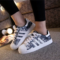 """Adidas"" Fashion Casual Multicolor Print Women Sneakers Couple Shell Head Plate Shoes"