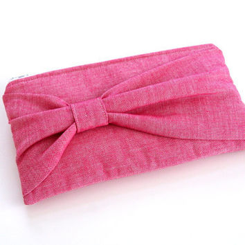 pink bow clutch / bridesmaids / spring summer fashion
