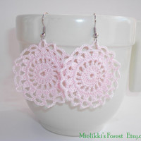 Crochetted earrings, pink, round, handmade.
