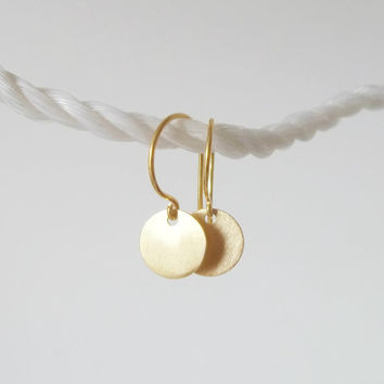 Gold disc earrings, dangling disc earrings, small disc earrings, dainty gold earrings, dot earrings