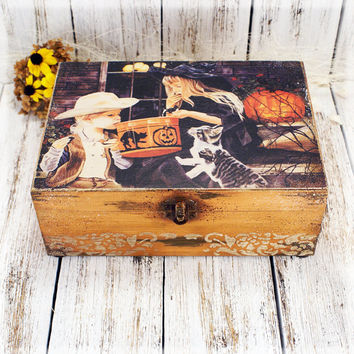 Lovely Halloween Wooden Box ,Halloween decor ,   for candies or decorations