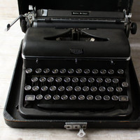Royal Quiet De Luxe Typewriter from 1940's  black portable vintage