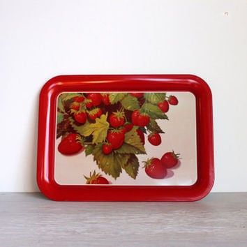metal tray with strawberries // vintage metal strawberry tray vintage lap tray tv tray
