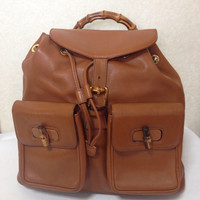 Vintage Gucci brown leather backpack with bamboo handle and turn-locks. Elegant but casual bag for unisex use