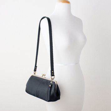 Black Leather Kiss Lock Shoulder Bag with Tassel Purse Charm, Leather Frame Purse, Retro Style Handbag, Leather Frame Bag