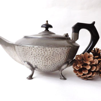 Pewter Teapot 1930 Made in England, Art Deco Tea pot, Aladdin Teapot Hammered Pewter, Shabby Chic, Sheffield Pewter Serveware