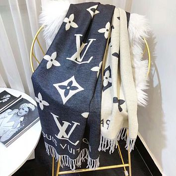 LV Louis Vuitton Autumn And Winter Women New Fashion Monogram Warm Tassel Scarf