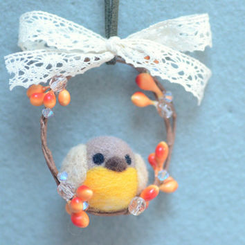 Needle felted robin bird on wreath ornament, handmade robin bird Christmas tree ornament, felt Christmas decoration, gift under 20