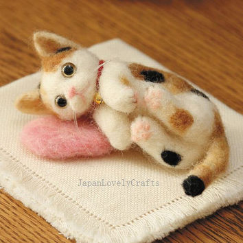 Japanese Needle Wool Felt Mascot DIY Kit - Mike Cat & Cushion Mat - Midori Nakayama - Hamanaka - Kawaii Felting Animal Kit - F26