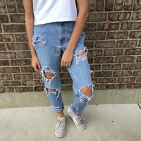 VINTAGE high waisted BOYFRIEND JEANS // ripped jeans // gap size 4
