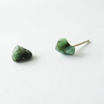 Raw Emerald Stud Earrings Emerald Green Post Earrings Zen Jewelry,Sterling Silver Rough Stones Jewelry by SteamyLab