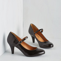 Vintage Inspired Talk of the Office Heel in Noir