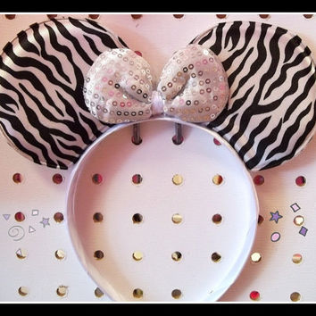 Minnie Mouse Zebra Ears White Black with white Bow Mickey Headband white Bow Mickey Mouse Ears, Disneyland