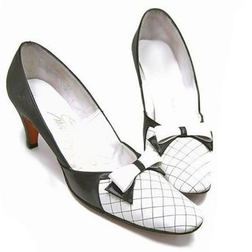 Vintage Shoes Black White Leather Pumps Bow High Heels 8 1/2 Narrow