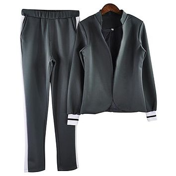 Women's 2 two Piece Set/Long sleeve/stand-up collar buttonless Black and white tracksuit